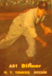 Original Baseball Card 1957 Topps New York Yankees P Art Ditmar