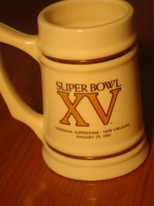 NFL - 1981 Official Super Bowl XV ceramic beer mug featuring Philadelphia Eagles vs Oakland Raiders