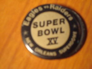 NFL - Official Pin of January 25, 1981 Super Bowl XV from the Louisiana Superdome in New Orlean, LA featurin AFC Champ Oakland Raiders vs NFC Champ Philadelphia Eagles