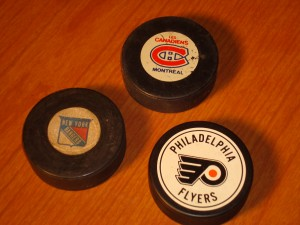 NHL - Official Pucks 1981 New York Rangers, Les Canandiens Montreal & the Philadelphia Flyers