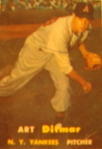 Original Baseball Card 1957 Topps New York Yankees P Art Ditmar