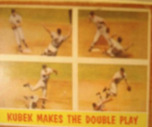 MLB - Original Baseball Card 1961 NY Yankees SS Tony Kubek turning dbl play in WS Game 3