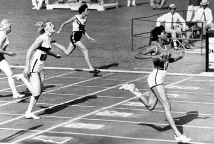 Photo of Olympics – 1984 Los Angeles – Track – Womens 100 m – 1st Round – USA Evelyn Ashford