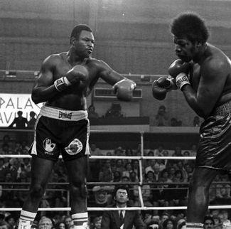 Photo of Boxing – WBC Heavyweight Title – Champ Larry Holmes VS LeRoy Jones