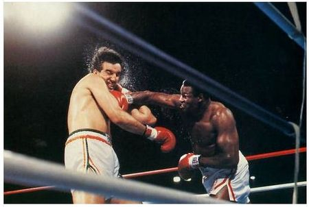 Photo of Boxing – WBC Heavyweight Boxing Title – Champ Larry Holmes vs Gerry Cooney
