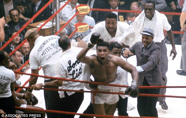 Photo of Boxing – Heavyweight Title – Champ Sonny Liston VS Cassius Clay – Fight 1
