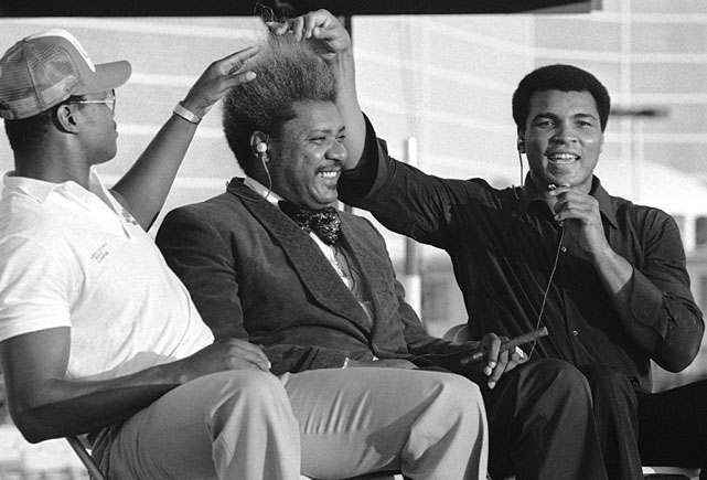 Photo of Boxing – Heavyweight Champions – Muhammad Ali – Pre Fight On Larry Holmes With Howard Cosell