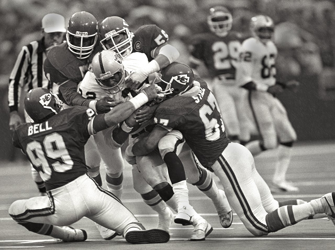 Photo of NFL – Special – Preview Of 1979 Season – Miracle At The Meadowlands & Chiefs Rookie DE Mike Bell