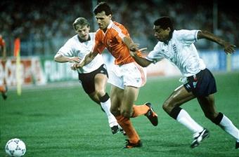 Photo of Soccer – 1990 FIFA World Cup – Group F – 1st Round Match – England VS Belguim – 1st Half
