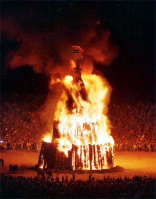 Photo of NCAA Football – 1986 – Special – The Texas A & M Aggie Bonfire Prior To The Texas Longhorn Game