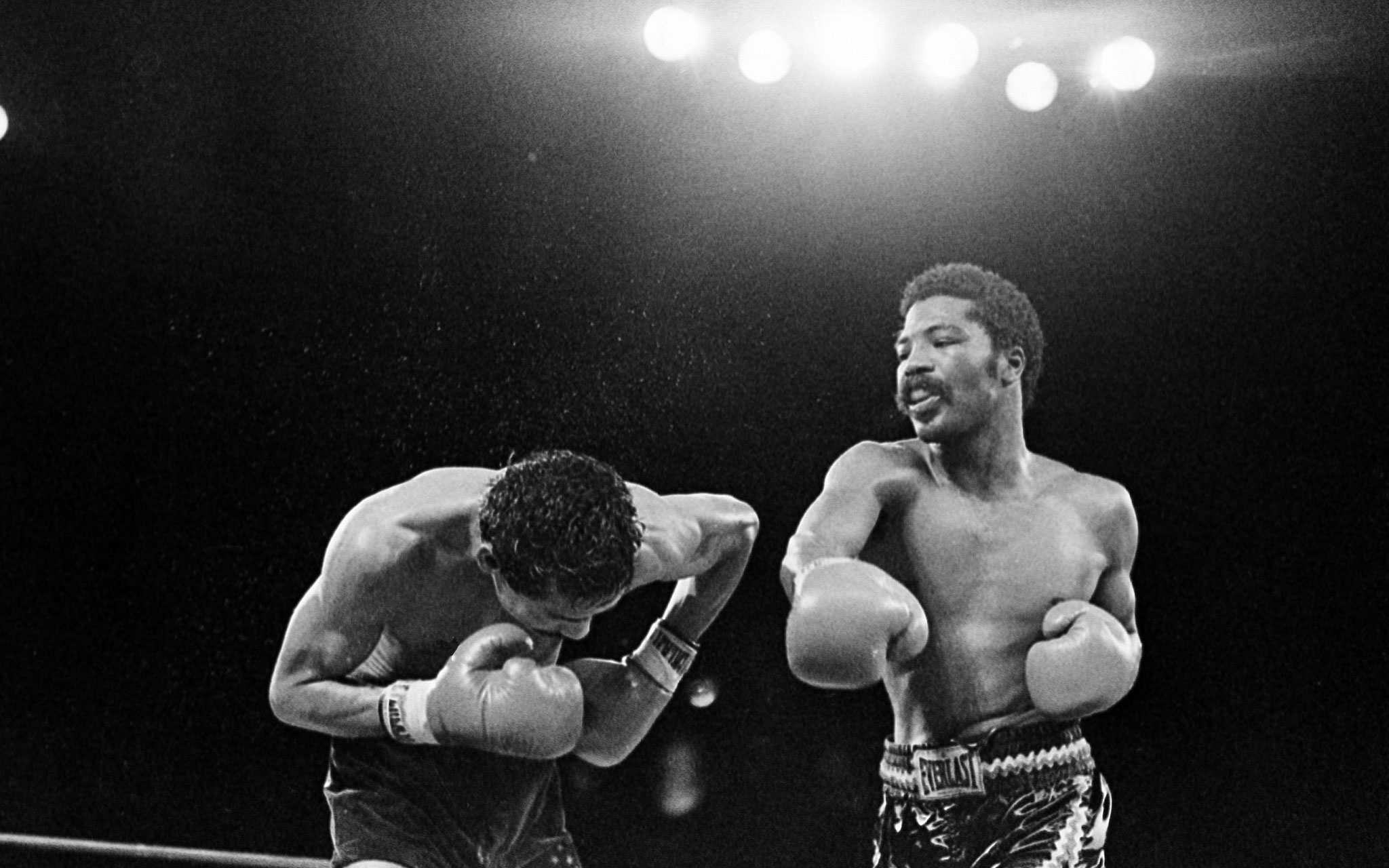 Photo of Boxing – 1980 – Lt Welterweight Bout – Aaron Pryor Vs Julio Valdez – Round 4 – With Dick Stockton