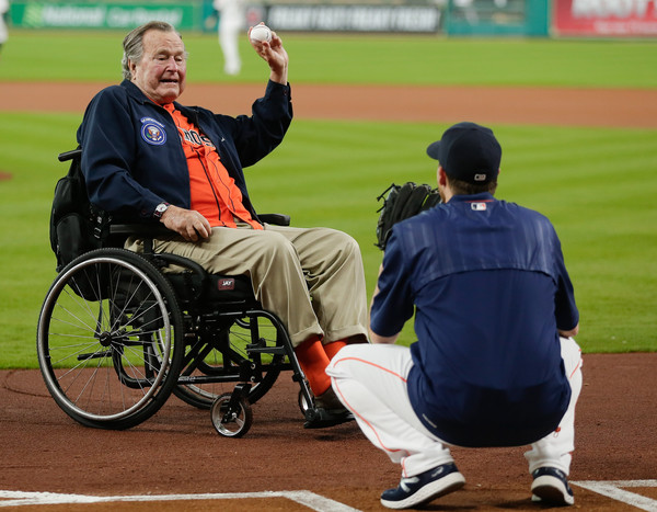 Photo of MLB – 1986 –  President George H Bush Throws Out The 1st Pitch At Game 1 NLCS Astros Vs Mets