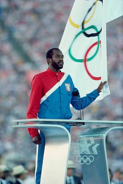 Photo of Olympics – 1984 – Jim McKay On USA Edwin Moses Reciting Olympic Oath + Winning 400m Hurdles Gold