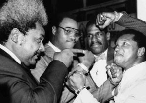 Photo of Boxing – 1985 – Larry Merchant PostFight Interview With Michael Spinks After Defeating Larry Holmes