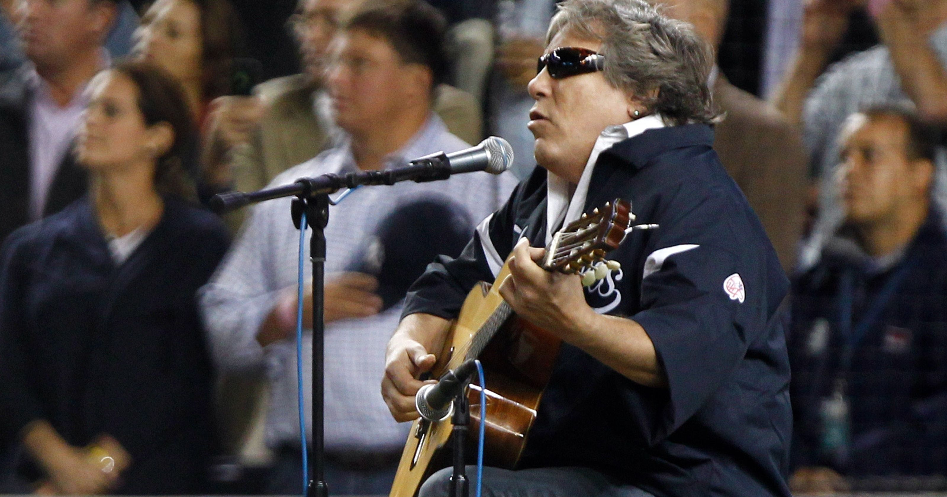 Photo of Music – 1983 – Jose Feliciano – Star Spangled Banner – Sung At The Holmes Vs Williams Heavywt Title Fight