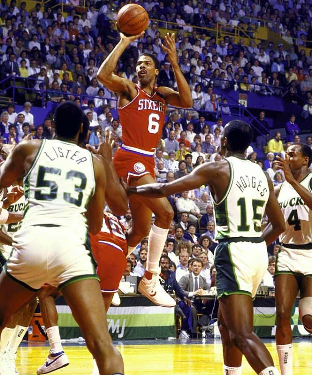 Photo of NBA – 1987 – Pat OBrien At The Half – Playoffs 1st Round Finals Game 5 – With Bucks Vs 76'ers