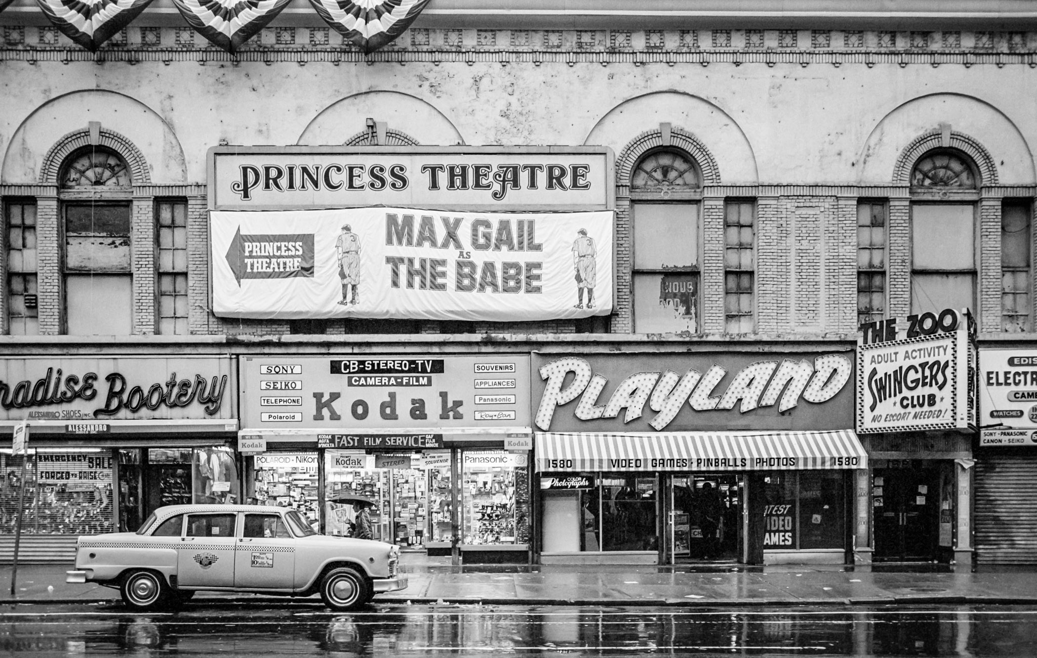 Photo of MLB – 1984 -One Man Play – Act 1 – Max Gail Plays Babe Ruth On Broadway In The Babe