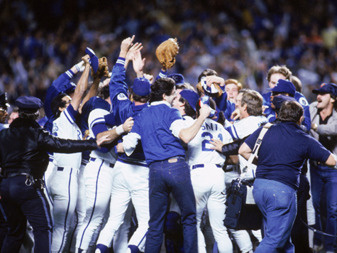 Photo of MLB – 1985 – World Series Game 7 Cards Vs Royals Postgame Show – With Al Michaels + Reggie Jackeon + Tim McCarver