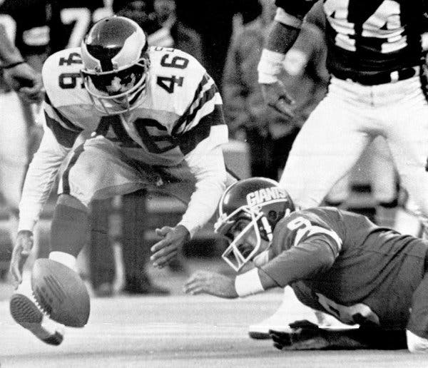 Photo of NFL – 1978 – One Of The Worst Plays Ever – Giants QB Pisarcik Fumbles On Last Play Of Game Vs Eagles