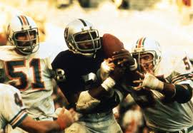 Photo of NFL – 1974 – Greatest Plays Ever – Raiders RB Clarence Davis Sea Of Hands Catch For Win Over Dolphins