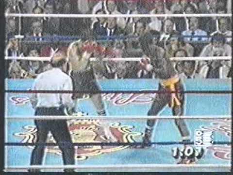 Photo of Boxing – 1984 – Al Bernstein Interviews Super Lightwt Champ Gene Hatcher After Johnny Bumphus Defeat