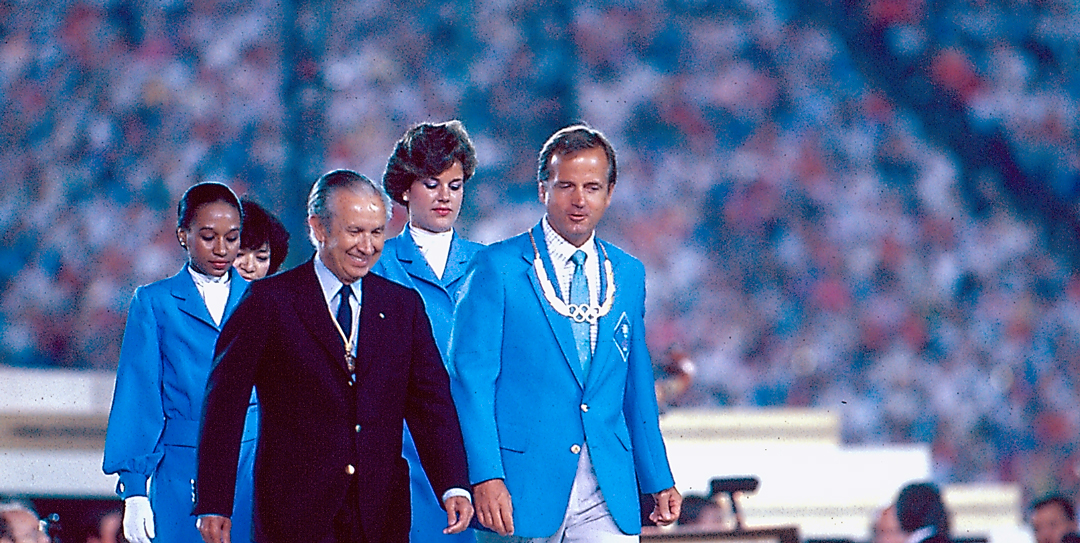 Photo of Olympics – 1984 – L A Games – Closing Ceremony – Speech By USOC President Peter Ueberroth