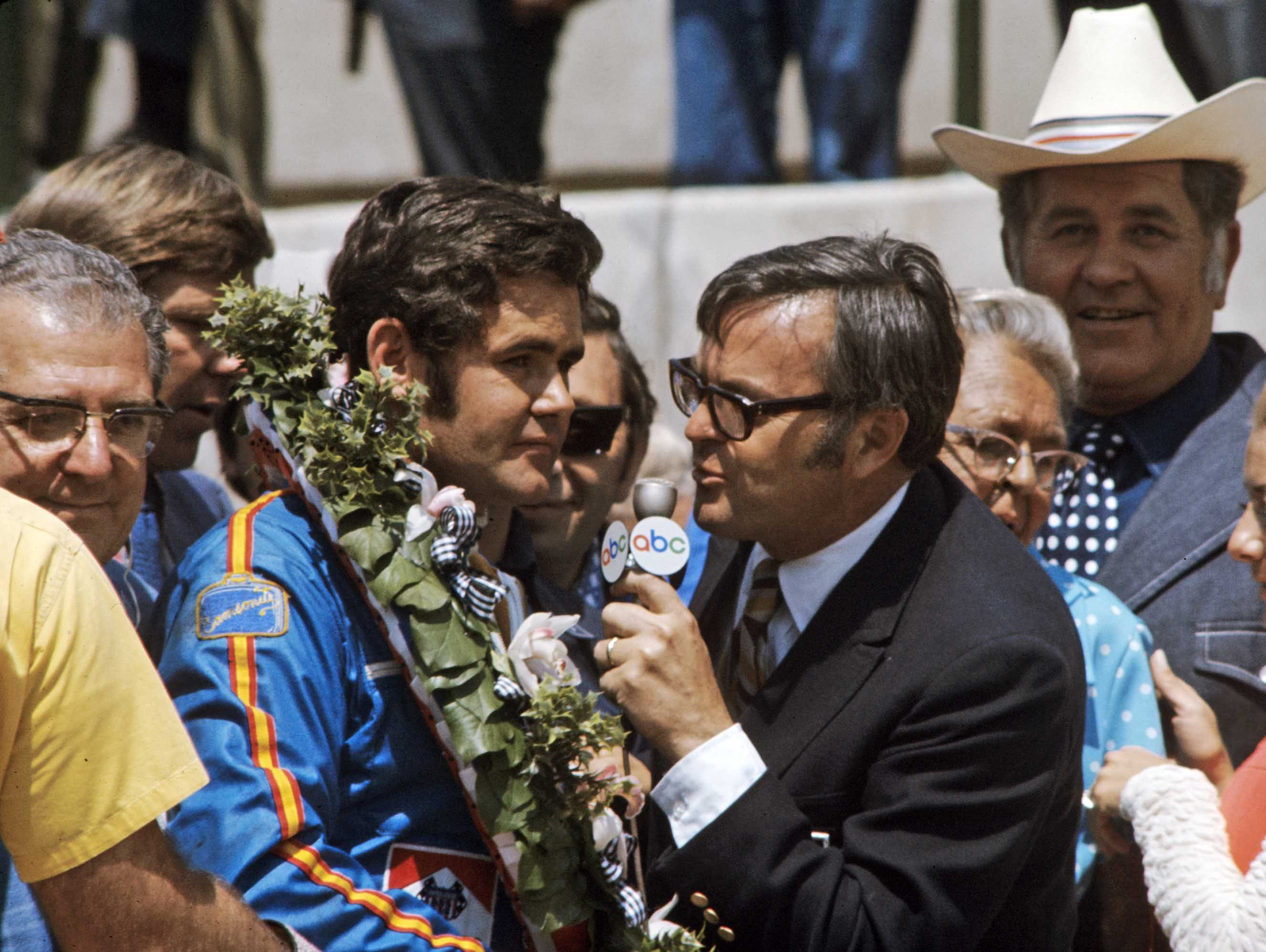 Photo of Auto Racing – 1987 – Indy 500 – ABC Jim Lampley + Sam Posey + Bobby Unser With The Last 50 Laps