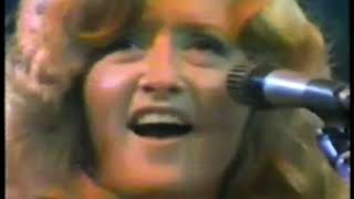 Photo of Music – 1977 – Bonnie Raitt – Runaway – Performed Live In Concert